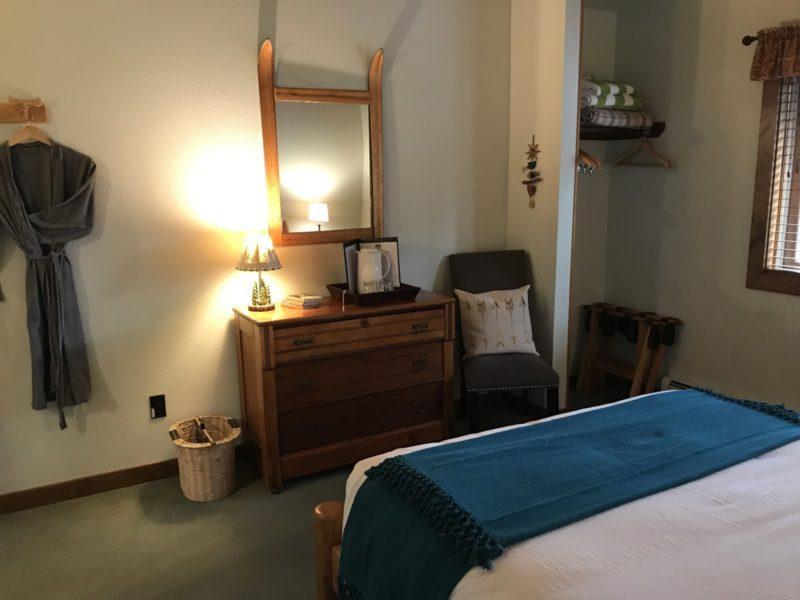 Flathead Room Good Medicine Lodge Bed and Breakfast Whitefish Montana 02