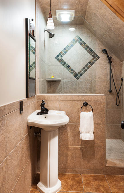 Great Northern Suite Bathroom Good Medicine Lodge Whitefish Montana 02