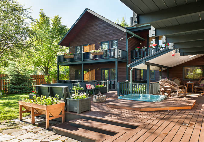 Backyard Good Medicine Lodge Bed and Breakfast Whitefish Montana
